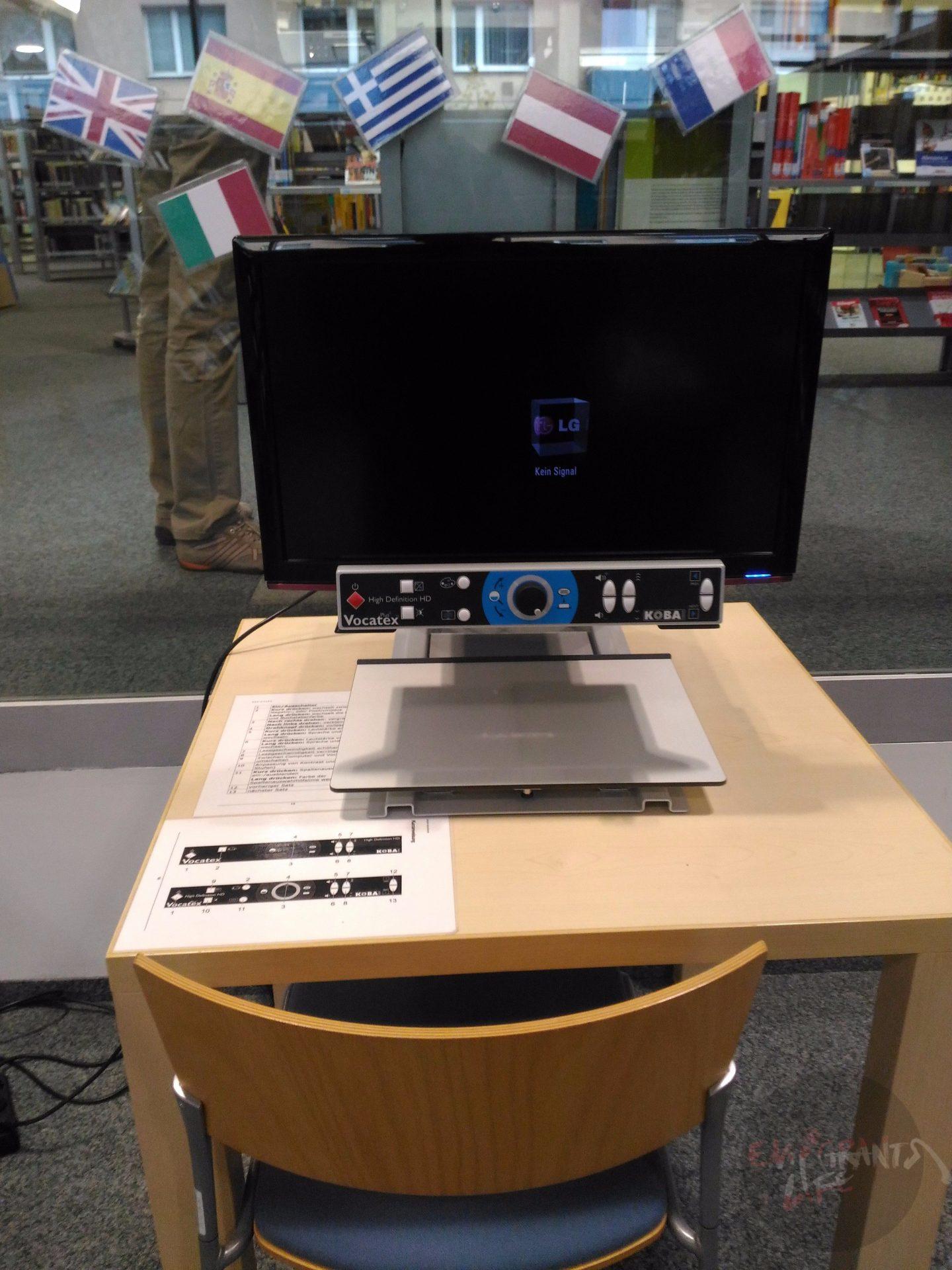 Этот аппарат сканирует книги и читает их вслух.