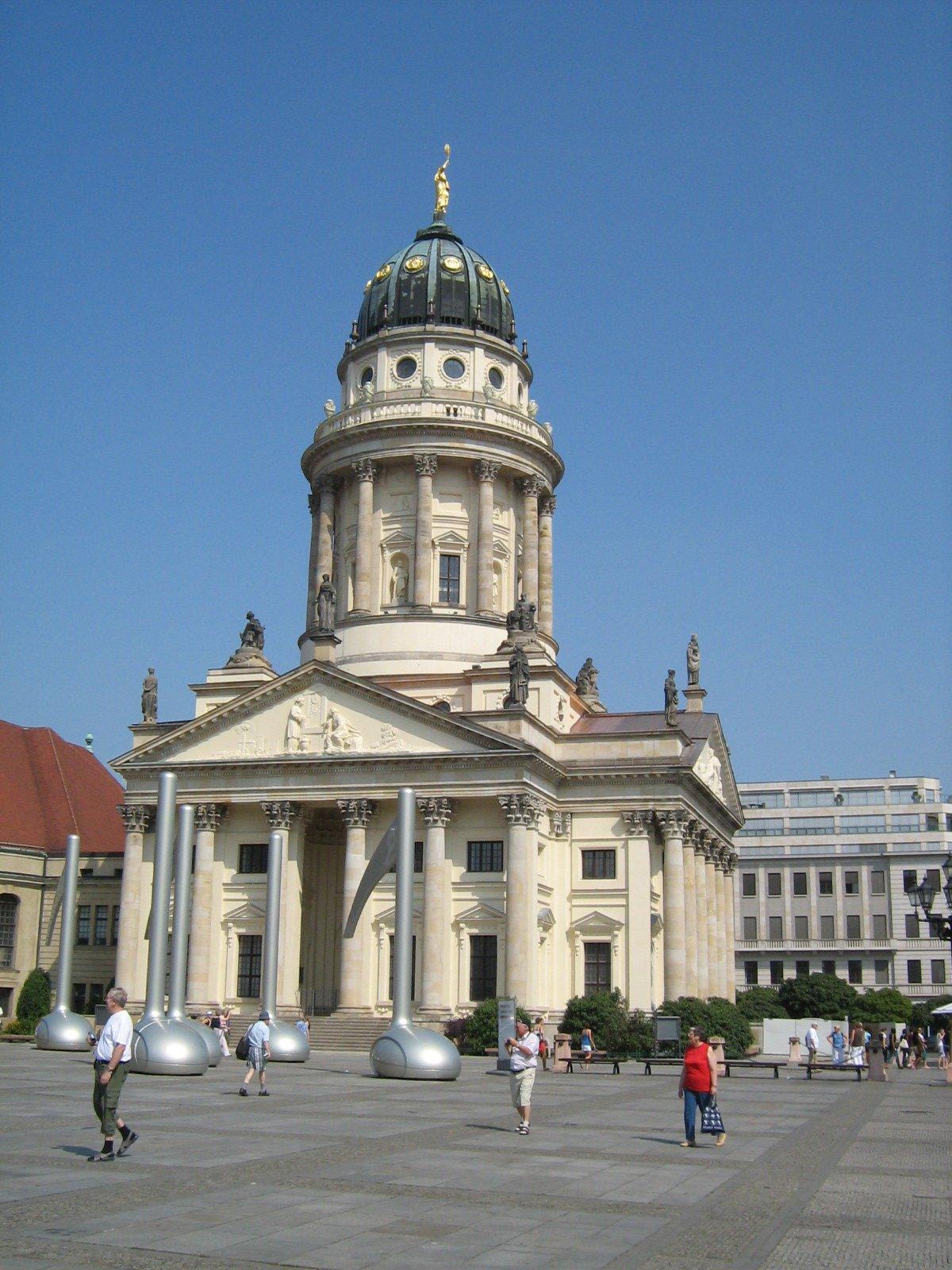 Жандарменмаркт. Историческая рыночная площадь в Берлине, Германия. Июль, 2006