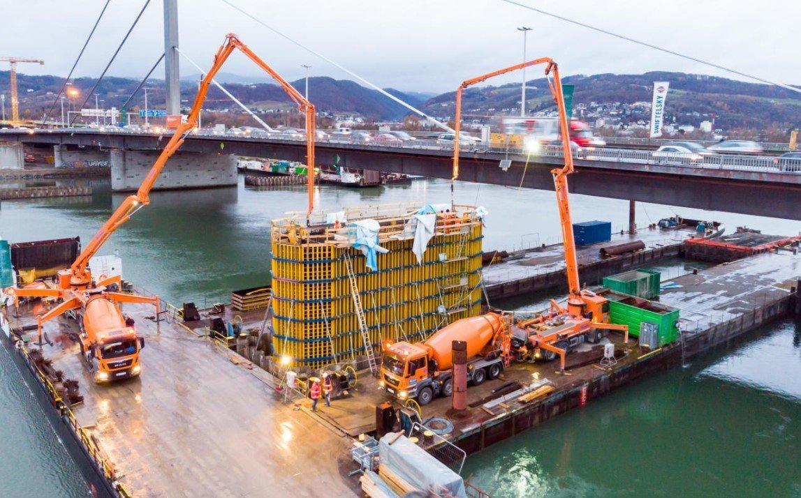 На Дунае эвакуированы суда из-за риска наводнения.
