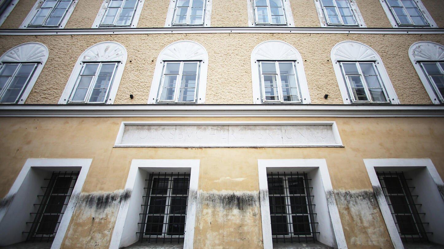 В Австрии реконструируют родной дом Гитлера