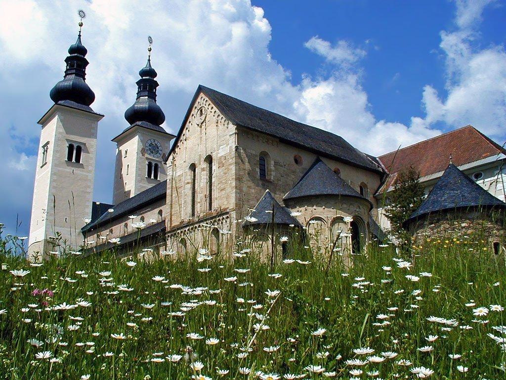 Австрийский травяной ликёр с католическим прошлым