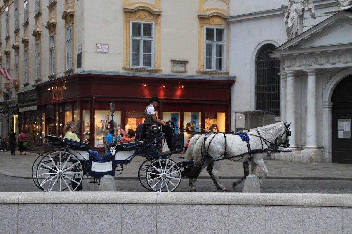 Михаэлерплац, Вена, Австрия. Июль, 2012