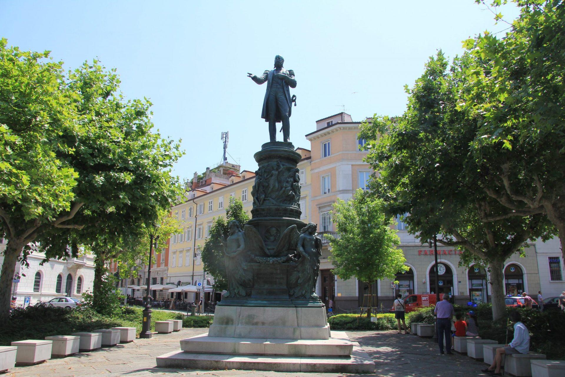 Памятник Максимилиану I, Триест, Италия. Июнь, 2019