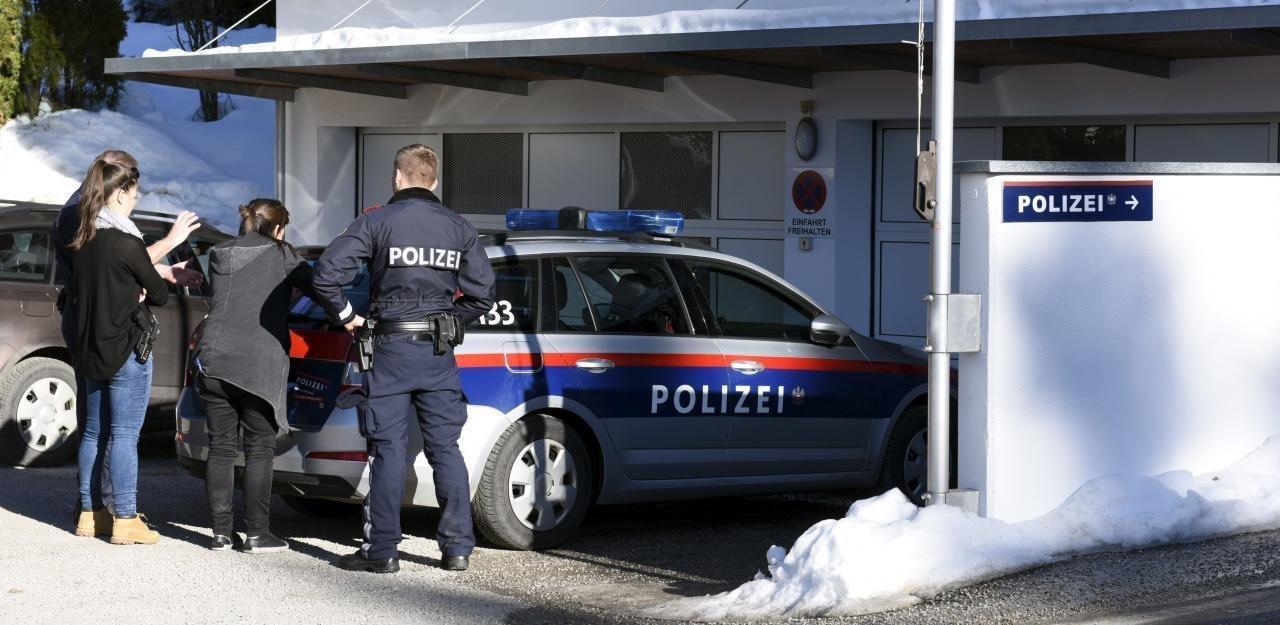 СМИ Австрии. Полицейским пришлось применить силу на незаконной коронавирусной вечеринке.