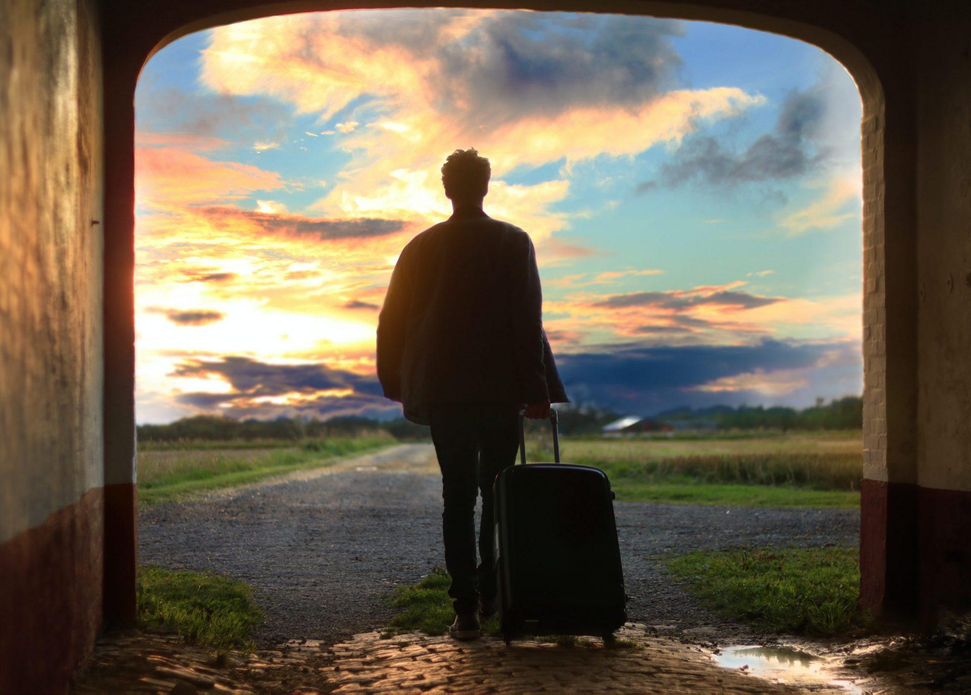 Топ-10 мифов об эмиграции и эмигрантах, которые популярны в России
