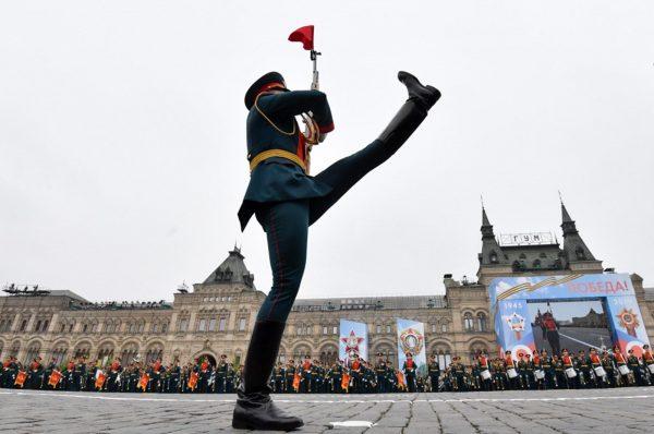 СМИ Австрии: Несмотря на коронавирус, Путин посылает российскую армию на парад