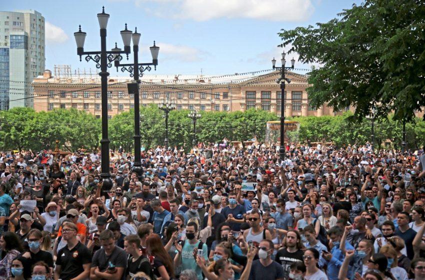 СМИ Австрии: тысячи людей вышли на демонстрацию за российского губернатора